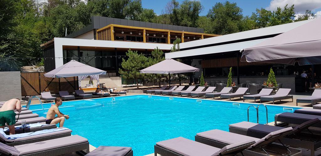 Строительство бассейна в отеле